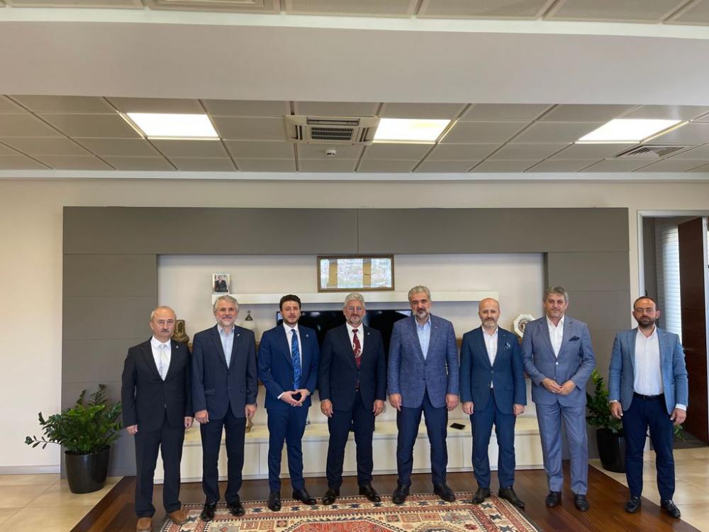 GİV yönetimi AK Parti İstanbul İl Başkanı Sayın Osman Nuri Kabaktepe'yi makamında ziyaret etti